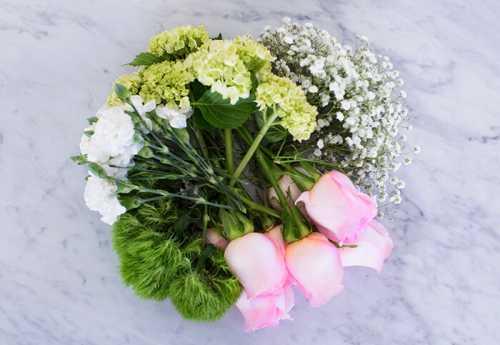 как упаковать букет свежих цветов в гофрированную бумагу